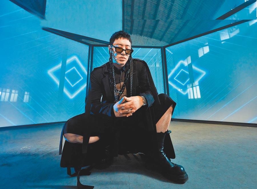 潘瑋柏相隔3年的新專輯造型突破以往尺度。(華納音樂提供)