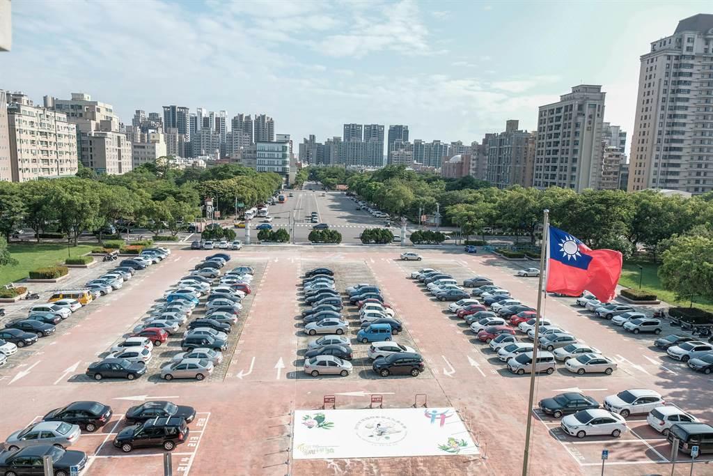 新竹縣有竹科及台元科技園區等提供就業機會,今年第一季淨遷入率為全國冠軍。(羅浚濱攝)