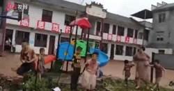 張家界小學遭洪水沖毀「網傳有人失蹤」!學生站泥濘操場哭喊 官方回應了