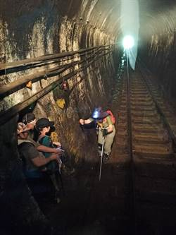 遊客為拍照擅闖平溪隧道  遇火車入洞險送命