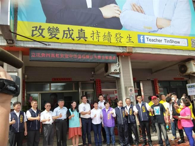 台北市長柯文哲及台中市長盧秀燕同時出席聯合服務處成立大會。(陳淑娥攝)