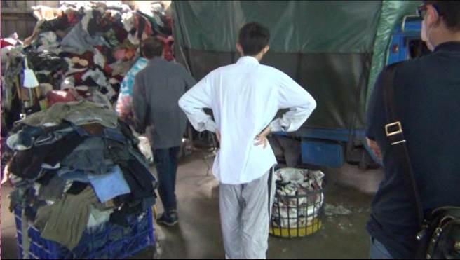 60岁陈姓男子长期在双北市行窃社福团体旧衣回收箱内的回收衣物,儘管曾经遭逮仍食髓知味不断犯案。(翻摄画面)