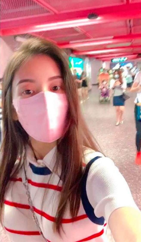 方媛近日曬出一張在地鐵站的自拍照,低調到尖峰時刻完全沒人認出她。(圖/ 摘自方媛IG)