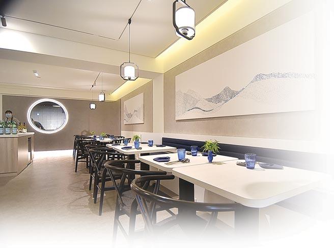 ˙開在台北市大安區四維路巷內的〈chinois〉,裝潢設計簡約優雅、且空間寬敞舒適,流瀉一股清麗脫俗氣質。圖/姚舜