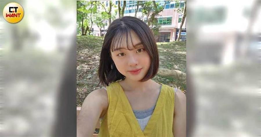 前鏡頭實測照:V60 ThinQ:臉部紅嫩討喜,光線充足,是女生會喜歡的自拍照。4.5顆星(圖/本刊實測照)