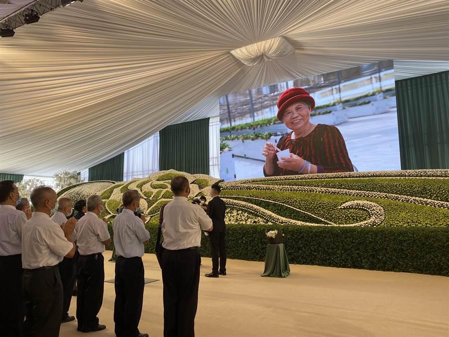 桃園市長鄭文燦母親鄭邱碧回的告別式在八德區舉辦。(蔡依珍攝)