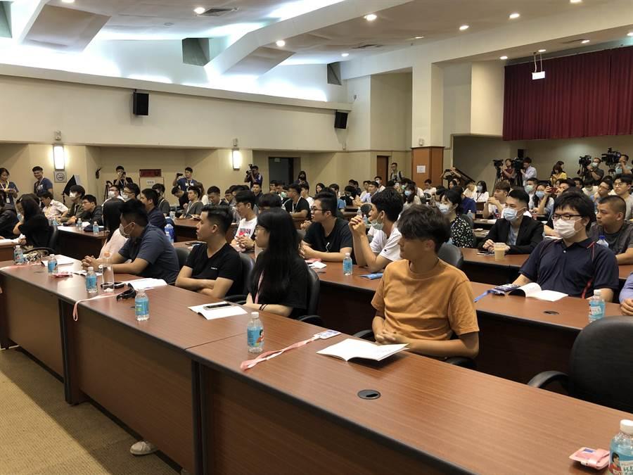 停辦20年的國民黨革實院講習班在今明兩天登場,此次營隊因報名踴躍,名額最終往上調升至101人。(趙婉淳攝)