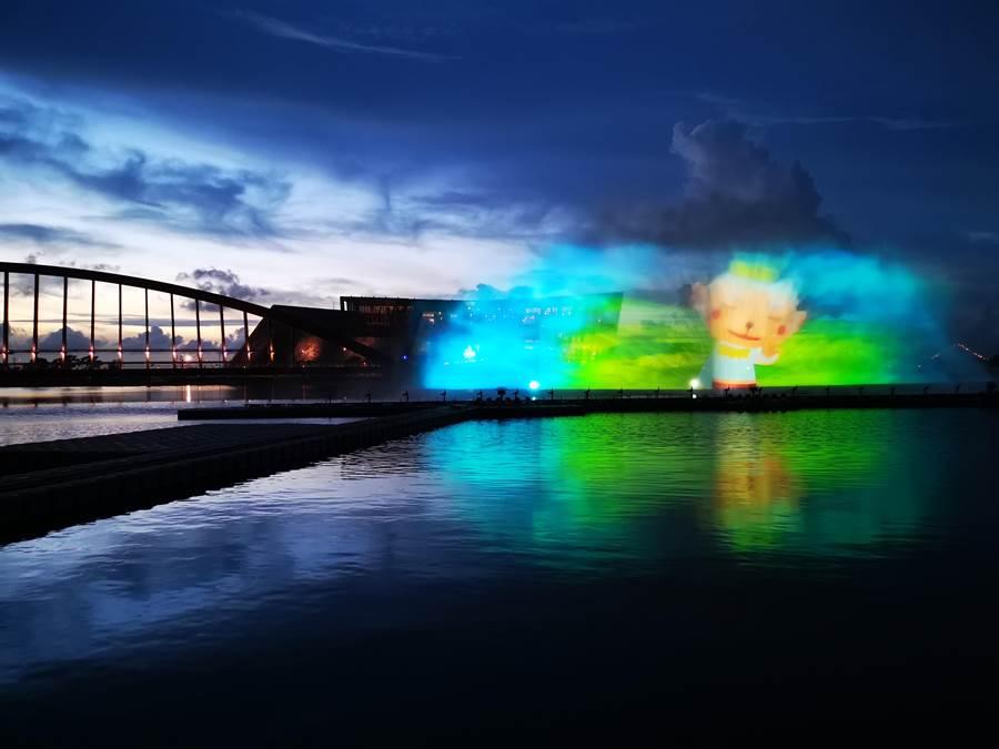 故宮南院暑假旺季再度推出廣受歡迎的動感水舞秀、無人機群燈光秀和3D水幕魔鏡秀,今4日晚間正式在至善湖登場。(故宮南院提供/呂妍庭嘉義傳真)