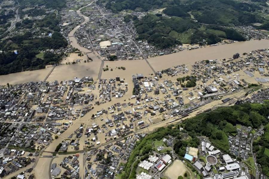 九州淹水情形。(摘自路透社)