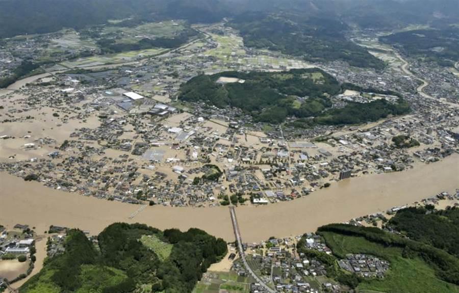 九州淹水。(摘自路透社)