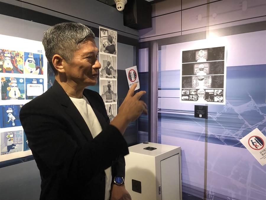 文化部長李永得4日上午造訪台灣漫畫基地「反抗的畫筆—香港反送中運動週年圖像展」。(許文貞攝)