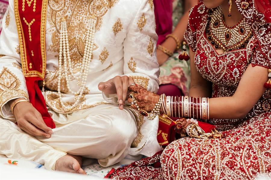 結婚隔天尪急著度蜜月 妻驚覺自己被以5萬賣掉(示意圖/達志影像)