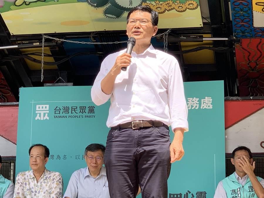 高雄市長補選參選人吳益政爆料,原本高市長補選白藍合會破局,是因國民黨怕被柯P吃掉。(柯宗緯攝)