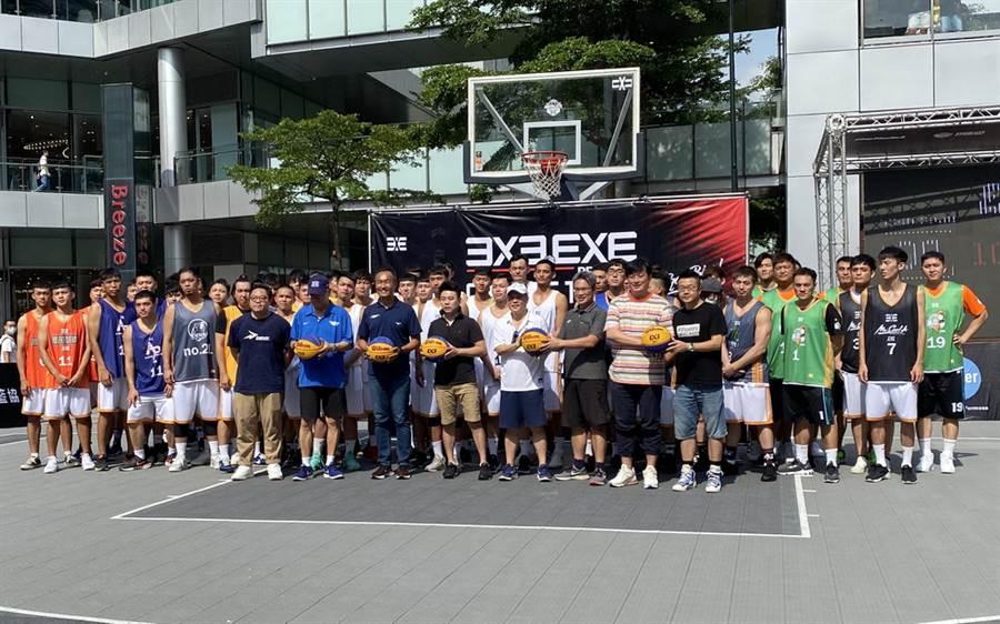 3X3 EXE聯盟賽4日在台北信義香堤廣場點燃戰火。(黃及人攝)