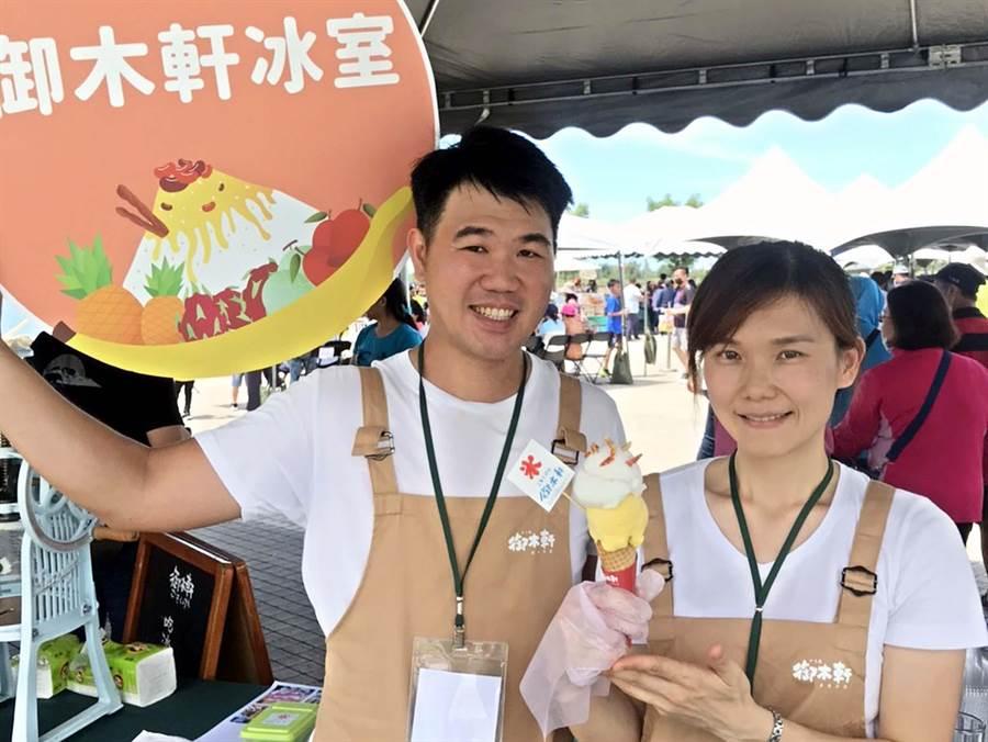 鵬管處舉辦「東港吃冰趣」活動,有櫻花蝦冰淇淋等創意冰品。(潘建志攝)