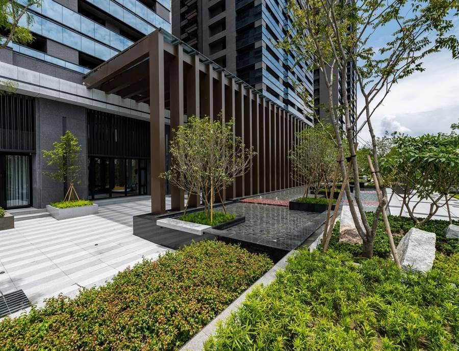 鼎宇建設「森風景」每坪站上20萬元大關,刷新橋頭新市鎮紀錄。(柯宗緯攝)