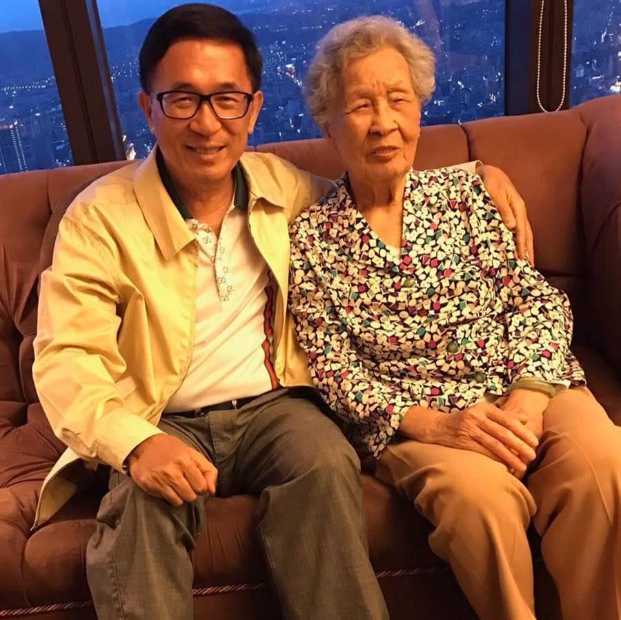 民進黨推參審制  扁:是誰讓「蔡英文和習近平ㄧ樣」?摘自陳水扁臉書