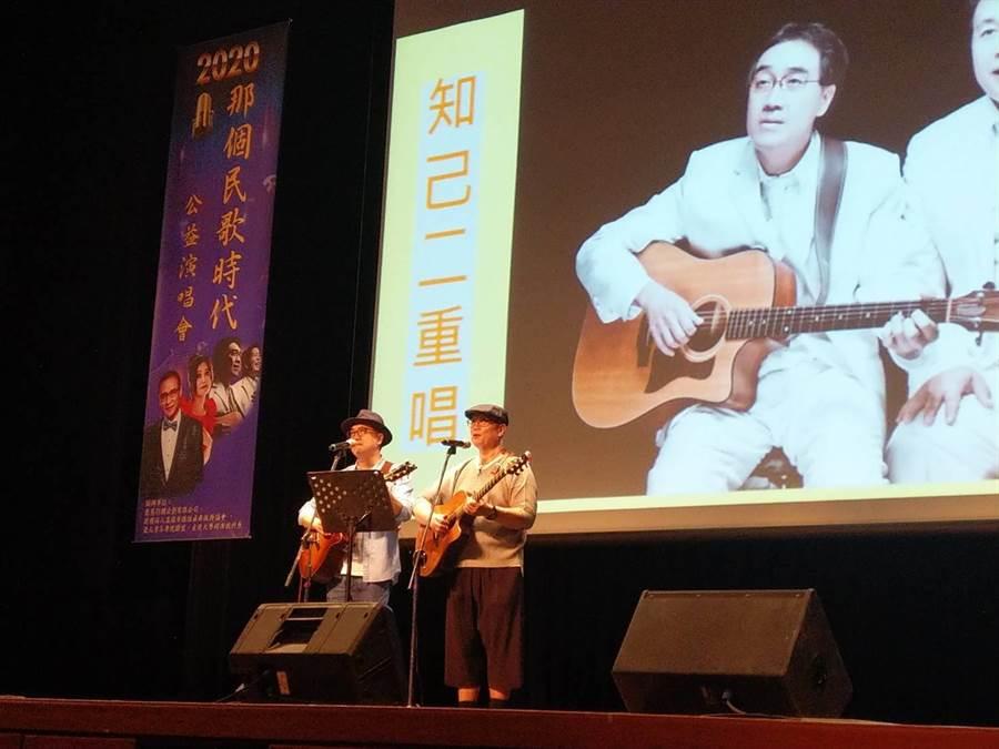 高雄社教館4日在演藝廳內舉辦2020「那個民歌時代」公益演唱會,並找來知名民歌手輪番獻唱,藉由美好歌聲,讓所有民眾再次回味年輕時的美好時光。(洪浩軒攝)