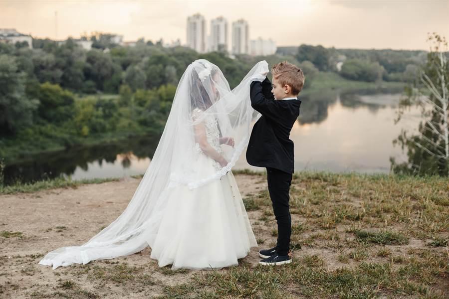 失聯16年找回老婆 婚照曝光網狂起鬨:在一起!(示意圖/達志影像)