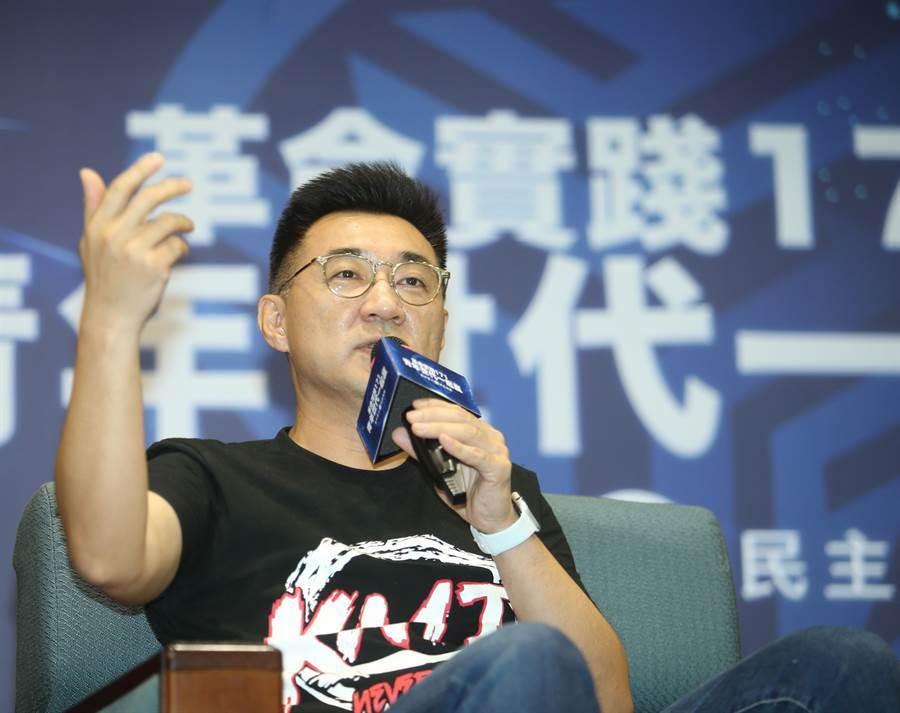 國民黨主席江啟臣今天晚上出席革實院講習班營隊,與年輕學員對談。(陳怡誠攝)