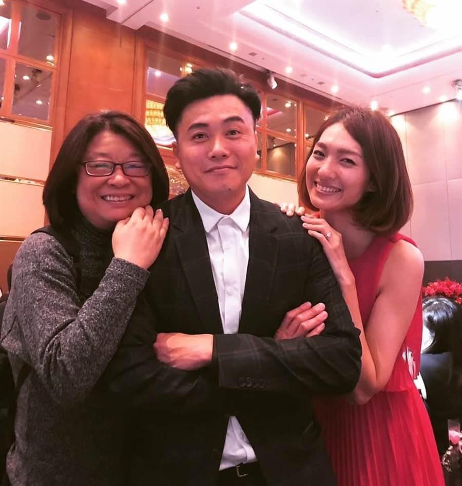 導演楊冠玉(左起)曾參加吳建新和紀文蕙的婚禮。(取自臉書)