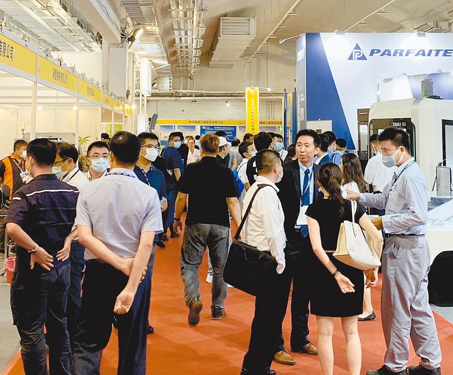 「2020台南自動化機械暨智慧製造展」開展首日,湧進大批參觀人潮。圖/陳惠珍