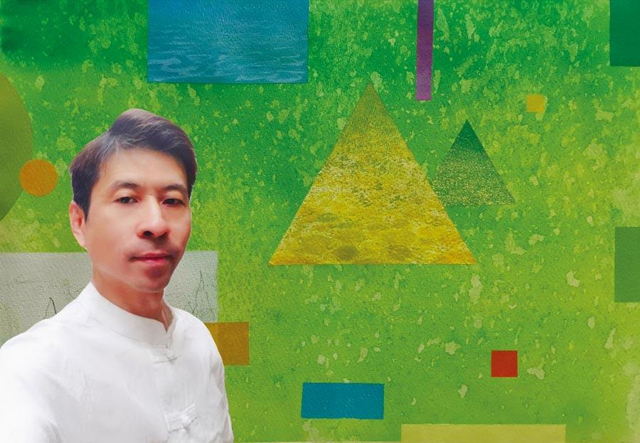 知名畫家李瑞標與榮獲韓國首爾亞細亞美術招待展水彩類大賞獎作品合影。圖/李瑞標提供