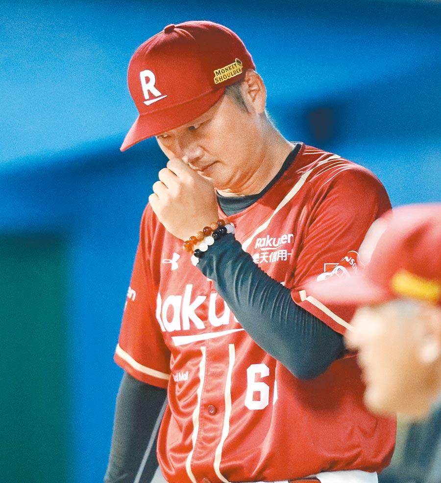 樂天桃猿曾豪駒首次擔任職棒總教練,坦承常因壓力大而失眠。(季志翔攝)