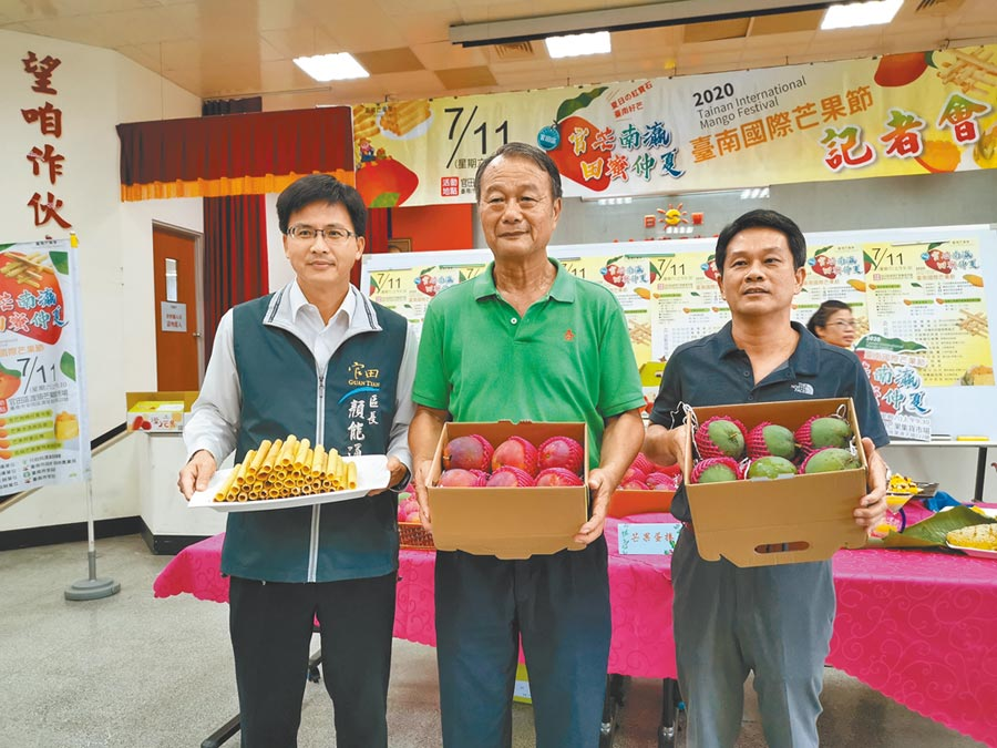 台南官田芒果節11日將於官田區渡頭芒果集貨市場登場,有趣味的芒果蛋捲DIY、優惠的芒果禮盒特賣。(劉秀芬攝)