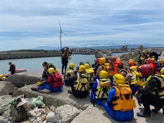 夏季溺水高峰 台中消防員出動橡皮艇搶救演練