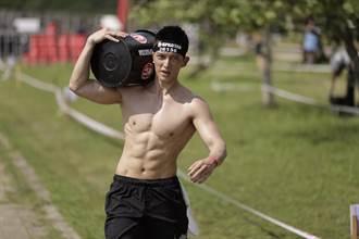 王家梁裸身露肌戰斯巴達障礙跑 女參賽者喊「眼睛懷孕」