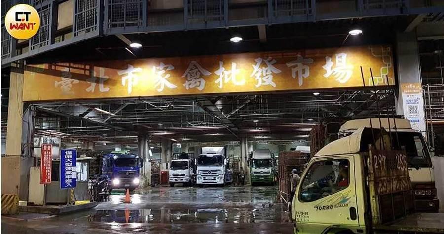 台北市府強調,家禽批發市場是依法規設置,沒有土地分區使用名目的爭議。 (圖/謝東明攝)