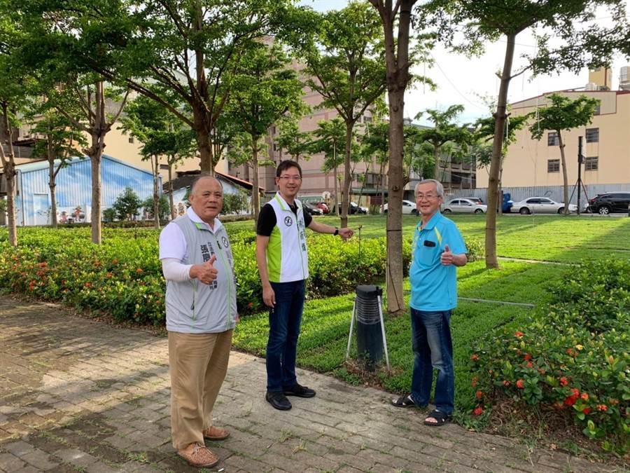 台中市交通局停車管理處已展開整地除草工程 ,安裝噴灌灑水設備,鋪設人行步道。(盧金足攝)