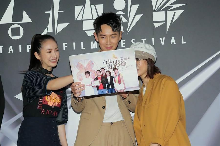 柯震東、林依晨與監製柴智屏在回憶9年前出席北影首映的照片。(盧禕祺攝)