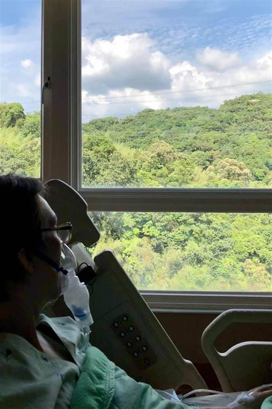 林志炫生日前一天突po文,曝光身體出狀況,竟戴著氧氣罩還住院。(取材自林志炫臉書)