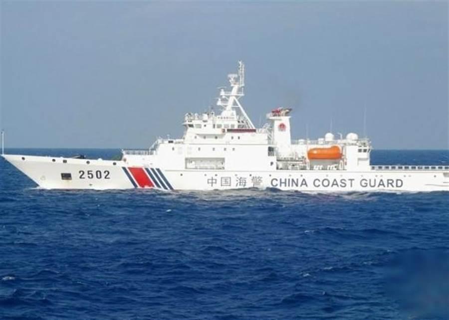 大陸海警船在釣魚台群島巡邏。(圖/取自東網)