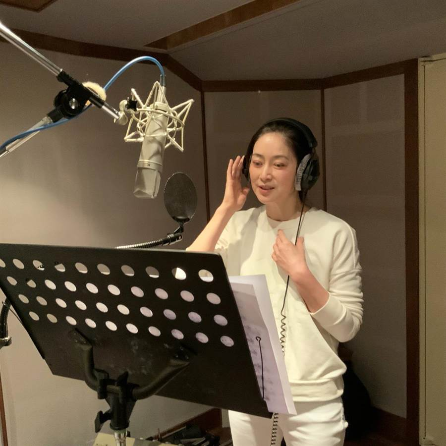 刘瑞琪为舞台剧演唱主题曲〈最后一封情书〉。(全民大剧团提供)