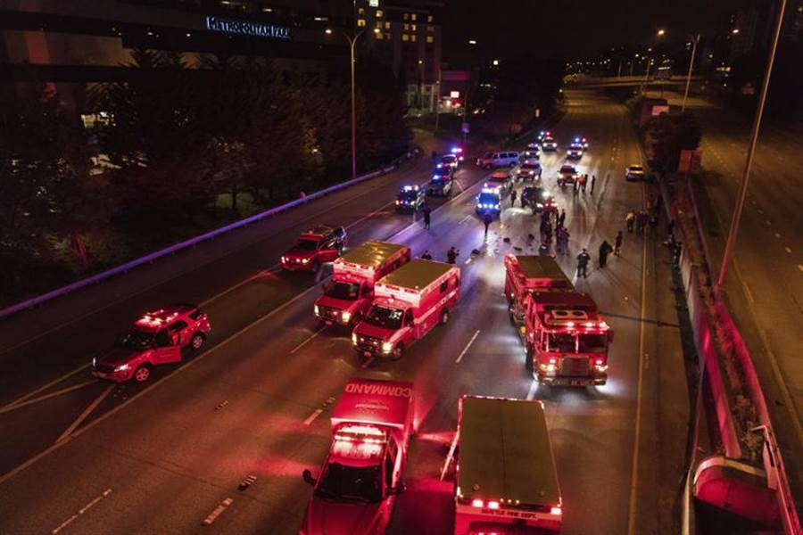 衝撞事件發生後,警方封鎖現場。(美聯社)