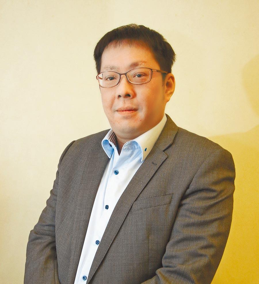 新光三越業務本部長 吳昕昌 玩出經營奇蹟