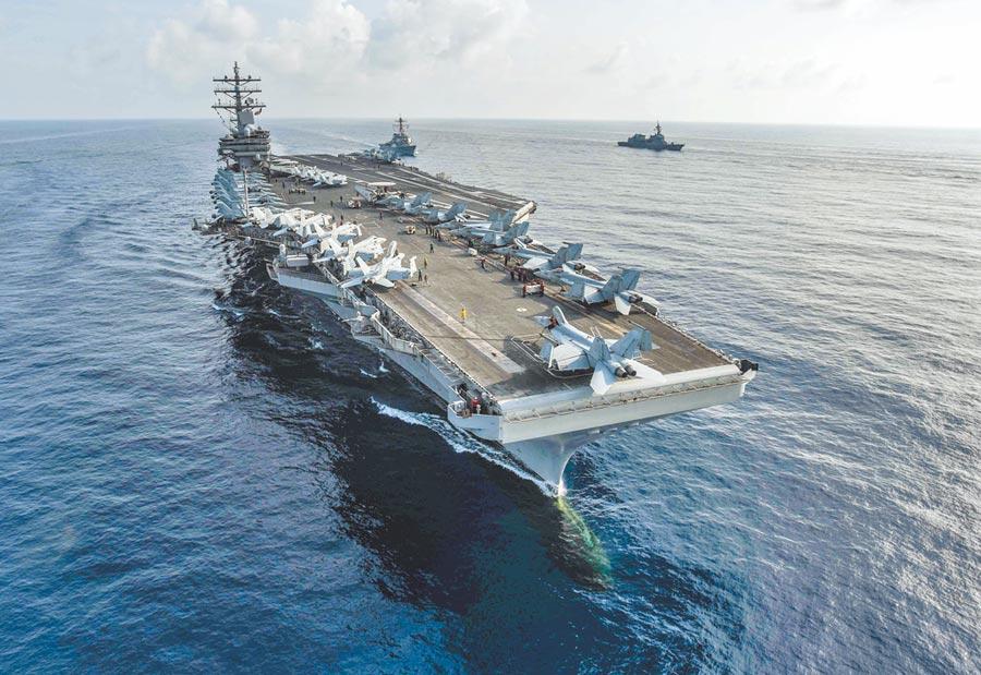 大陸解放軍正於南海西沙群島附近軍演,美軍於4日國慶當天也在南海海域舉行雙航母演訓,陸美較勁意味濃厚。圖為美國航母雷根號。(摘自美國海軍官網)