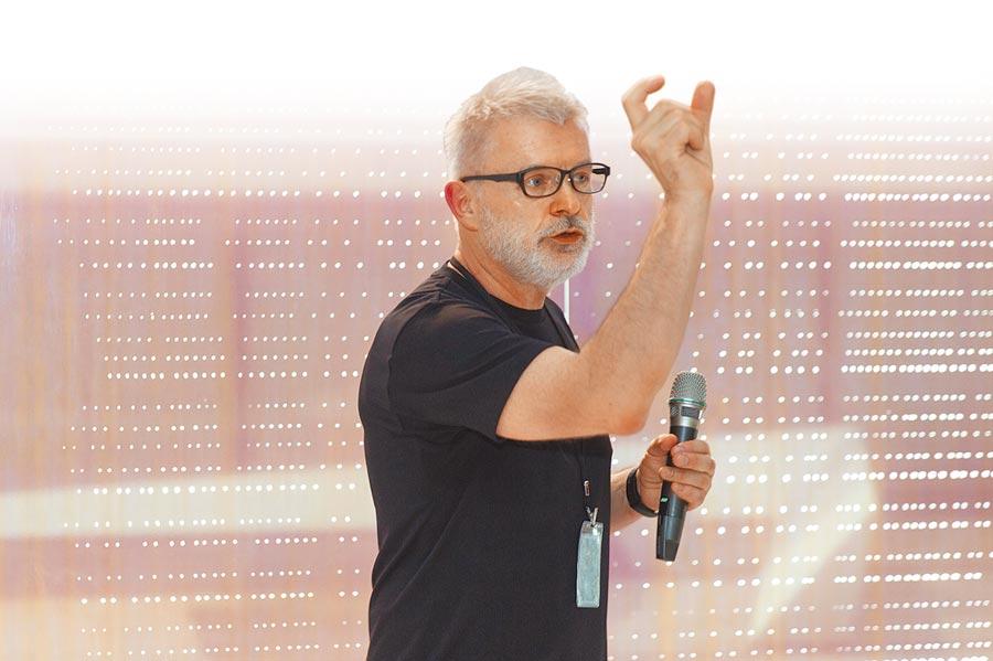 捷克藝術家弗拉基米爾。可可利亞透過圖像找到自我安定力量。(北美館提供)