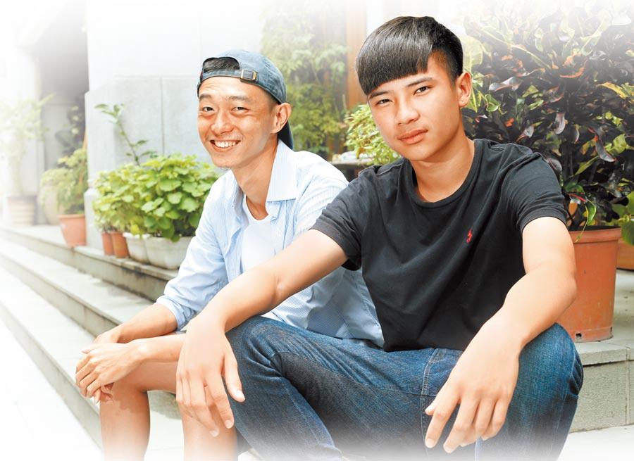 導演林亞佑(左)挖掘李曆融的演技天賦。(粘耿豪攝)