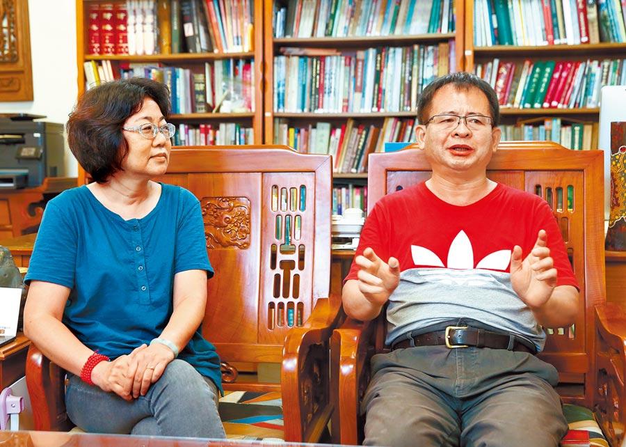 導演魏郁蓁(左)與製作人徐國揚歷時10年完成《阿查依蘭的呼喚》。(粘耿豪攝)