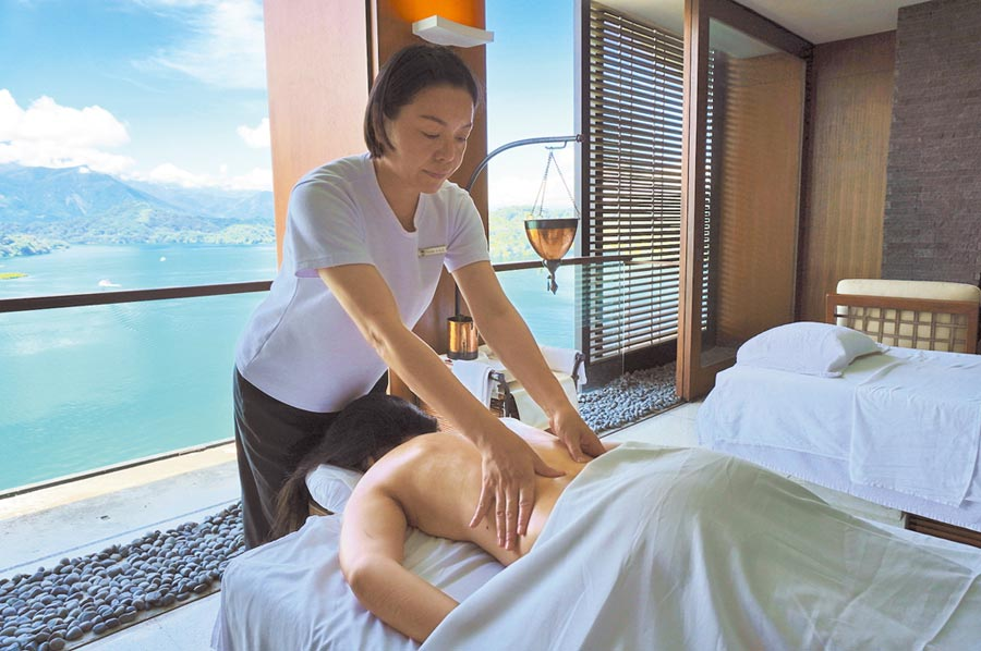 「養生之旅」的SPA療程也特別依房客體質來使用精油及藥草。(何書青攝)