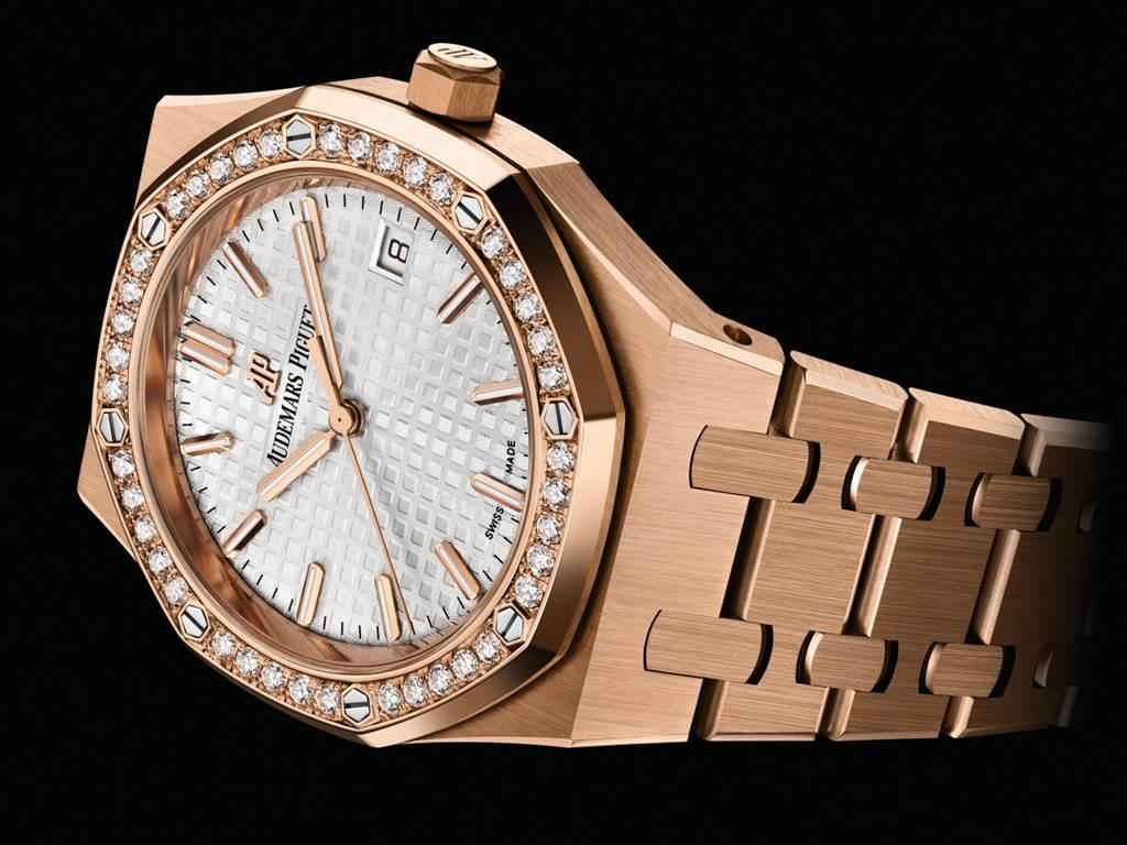 34毫米皇家橡樹系列自動上鍊腕錶。(圖/品牌提供)