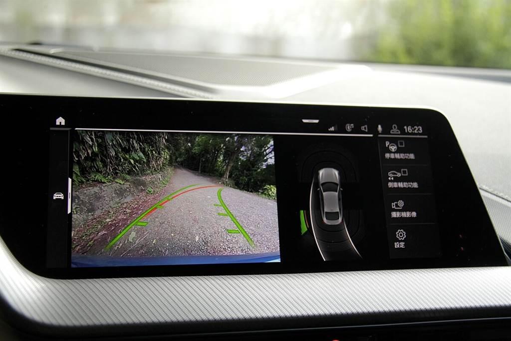 標配可記憶前50公尺的自動倒車功能。