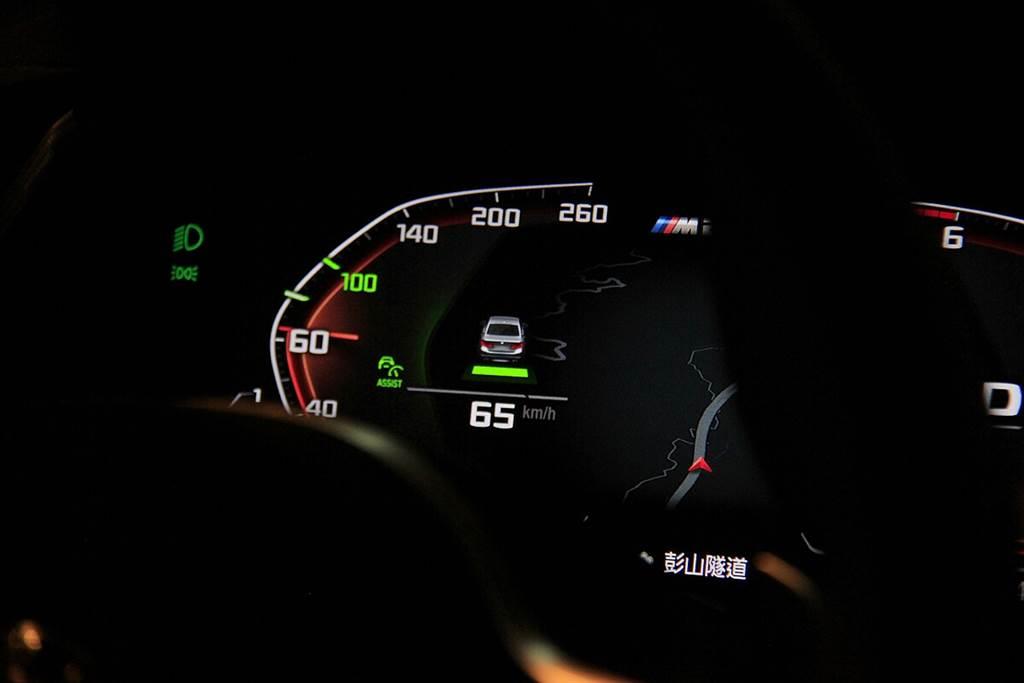 之前,M135i xDrive初上市時ACC主動車距控制定速系統還列為選配,現在包含M235i xDrive都為標準配備。