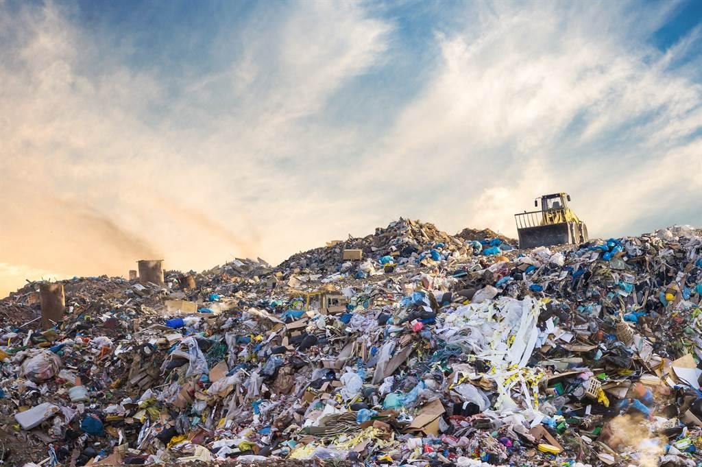 10個垃圾袋裝不完 他曝老哥超噁房間網驚:快清走你哥(圖取自 Shutterstock)