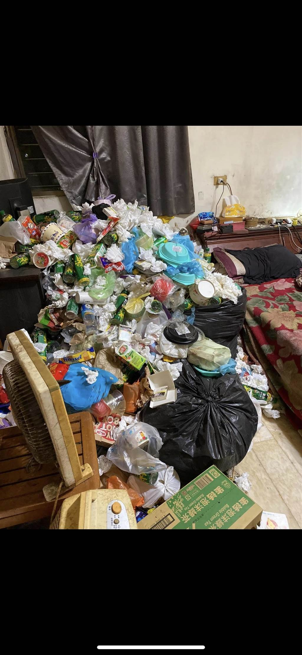 佈滿垃圾的環境讓網友直呼太噁心!(圖取自臉書 爆廢公社)