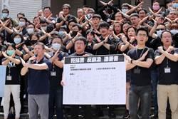 藍委助理著黑衣抗議綠委抹黑 怒嗆:臭俗辣